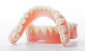 Непостоянные зубные протезы. Зачем нужны?