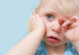 Какую помощь оказать ребенку если у него жар?