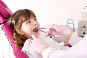 Удаление молочного зуба у детей